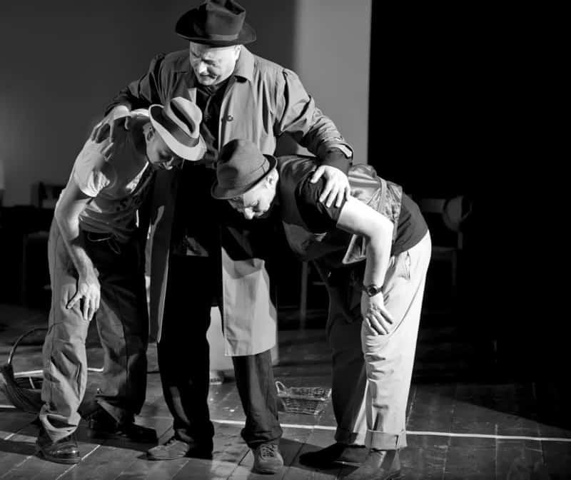 Godot tra le sbarre in teatro a Voghera
