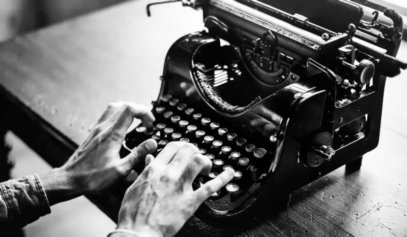 Scrivere un articolo di giornale richiede tecnica, ritmo e capacità di sintesi. Ecco perché è importante allenare tutti e tre questi elementi, indispensabili se si vuole confezionare un testo giornalistico utile e rilevante, in grado di arricchire davvero il lettore.