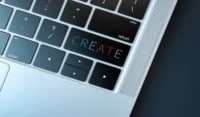 Il copywriting coniuga tecniche di scrittura e creatività. Il copywriter è colui che, all'interno di un'agenzia pubblicitaria o in qualità di freelance, scrive i testi per le campagne pubblicitarie o iniziative di comunicazione per il web. Grazie alla rivoluzione digitale, sono entrati nel novero delle competenze del copywriter anche la scrittura di testi per il web, per i blog, per i social media o le newsletter digitali.