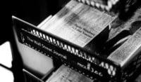 Storytelling e giornalismo. Un rapporto molto lungo che nasce ai tempi dei primi reportage di inizio 1900. In che modo lo Storytelling può aiutare le tecniche di scrittura giornalistica. Regole, esempi, consigli e riflessioni su come raccontare la modernità grazie alla scrittura giornalistica.