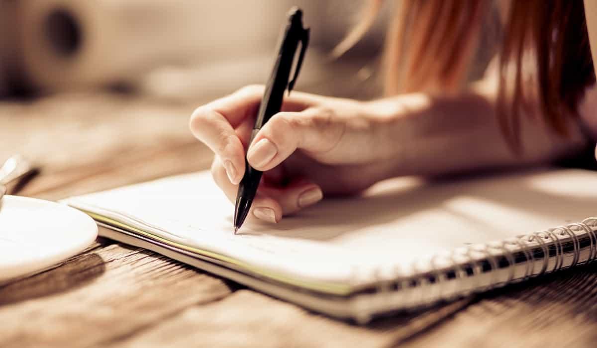 Scrivere a mano è importante per la memoria e l'apprendimento.