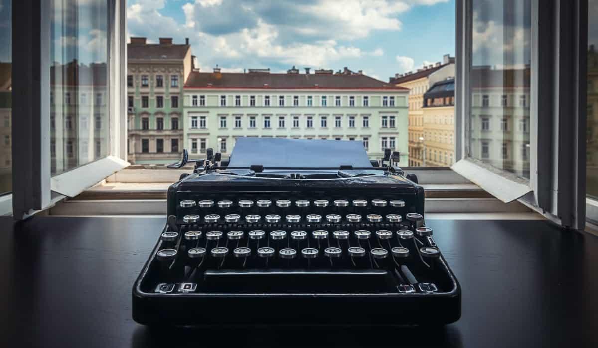 Come si scrive un racconto: tecniche di scrittura, consigli e regole per sperimentare questo genere letterario e coltivare il piacere della scrittura creativa.