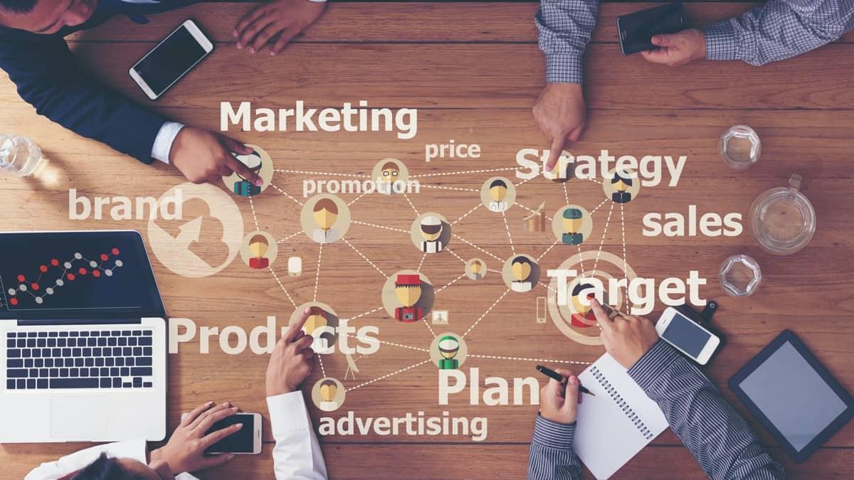 Scrivere per vendere: guida al copywriting persuasivo per il marketing aziendale e il business.